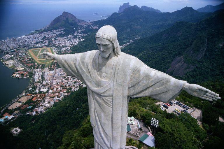 Esőzés miatt marad a 220 lépcső a Krisztus szoborhoz